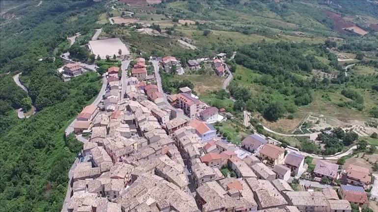 Il panorama dei tetti di Guilmi