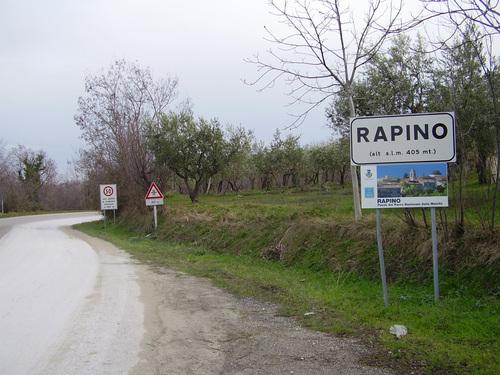 Il cartello stradale di Rapino