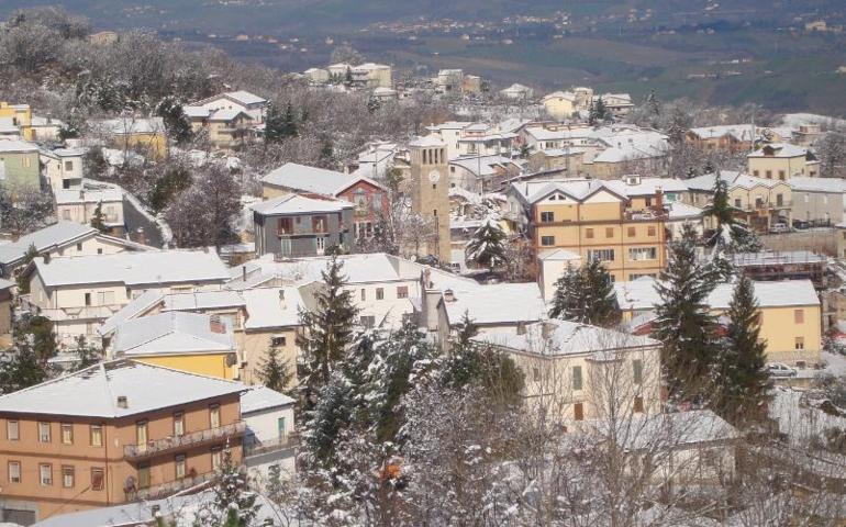 I tetti con la neve di Roccamontepiano