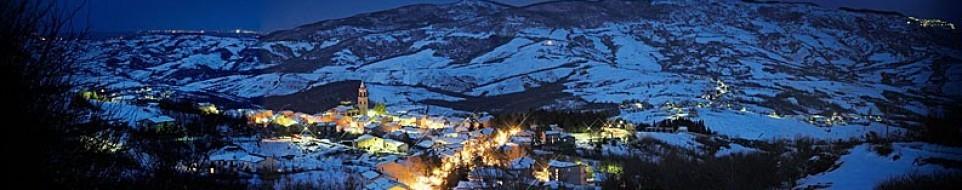 Il panorama con la neve di Roccaspinalveti