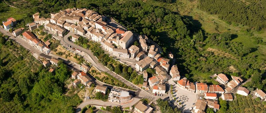 Un'immagine aerea di San Giovanni Lipioni