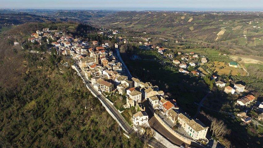 Un'immagine aerea di San Martino sulla Marrucina
