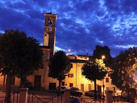 La torre civica di Piagge con il tramonto
