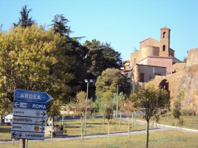 Il cartello stradale di Ardea
