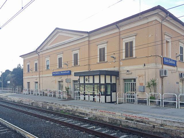 La stazione del treno di Fara in Sabina