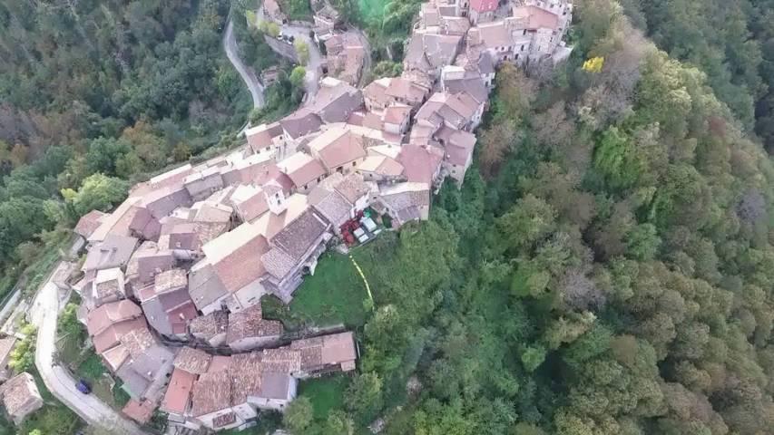 Un'immagine aerea di Marcetelli