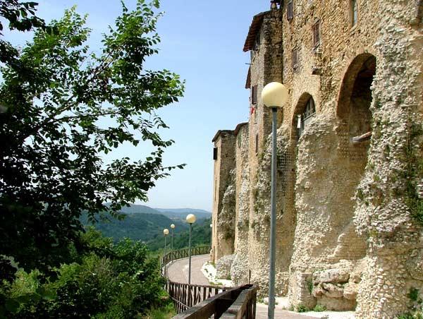Uno scorcio del borgo antico di Poggio San Lorenzo