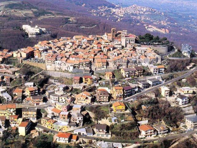 Un'immagine aerea di Rocca Priora