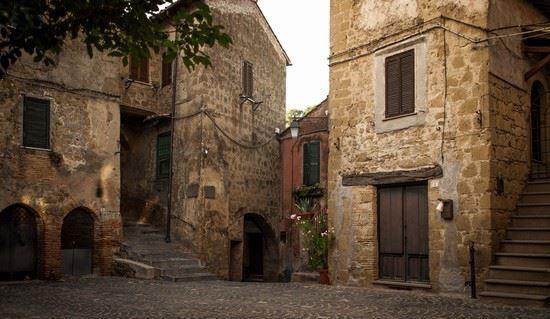 Uno scorcio del centro storico di Sacrofano