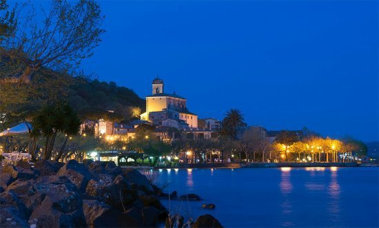Il tramonto di Trevignano Romano con il lago
