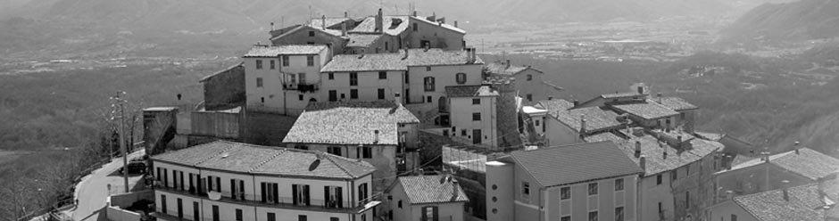 Il panorama in bianco e nero di Vallinfreda