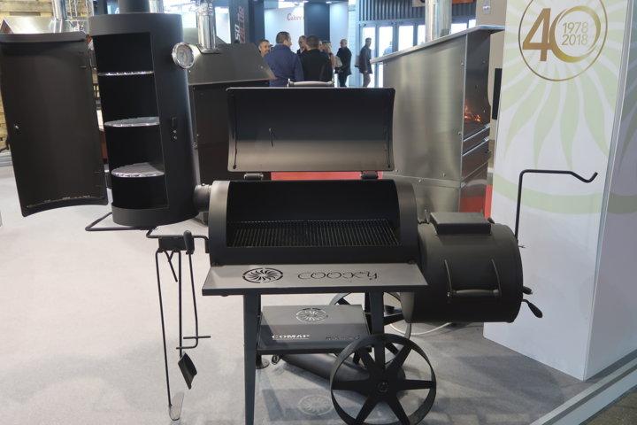 Un barbecue dove cucino, aromatizzo e tengo caldo
