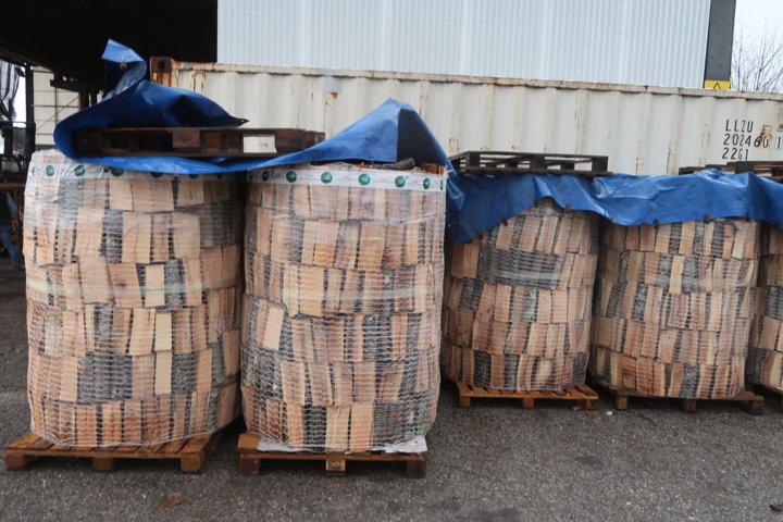 Gli Spazzacamino di Manlio legna in bancali