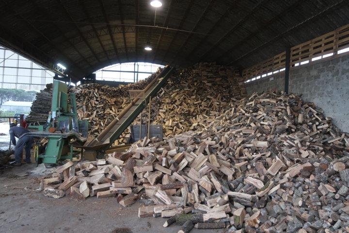 Gli spazzacamino di Manlio il taglio della legna
