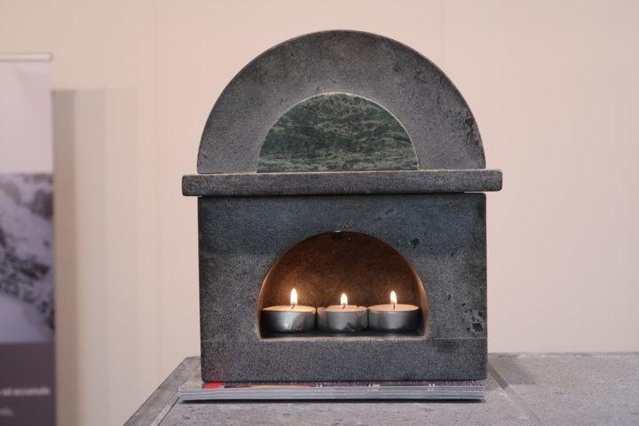 La pietra ollare con la candela