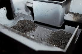 Pulire il braciere di una stufa a pellet
