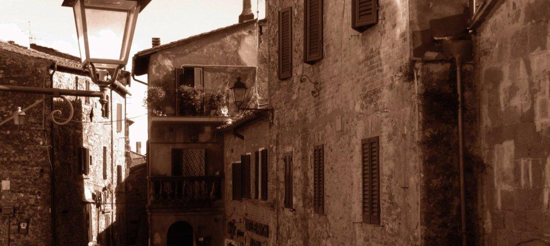 Uno scorcio del borgo storico di Campagnatico