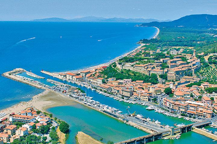 Un'immagine aerea di Castiglione della Pescaia