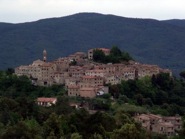 Il panorama del borgo di Civitella Paganico