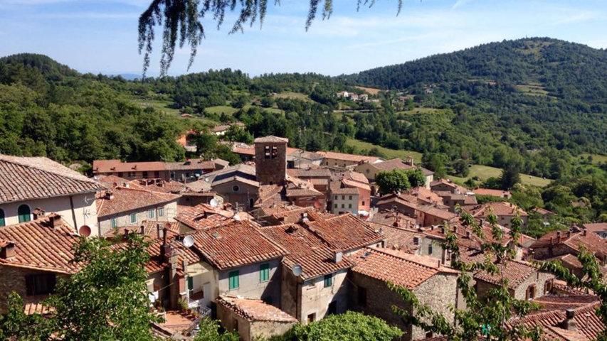 Il panorama dei tetti di Montieri