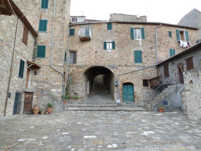 Uno scorcio del borgo antico di Seggiano