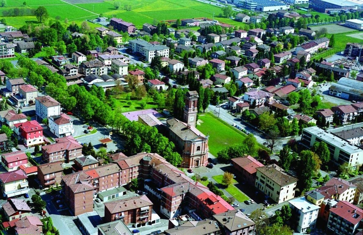 Una foto aerea di Cadelbosco di Sopra