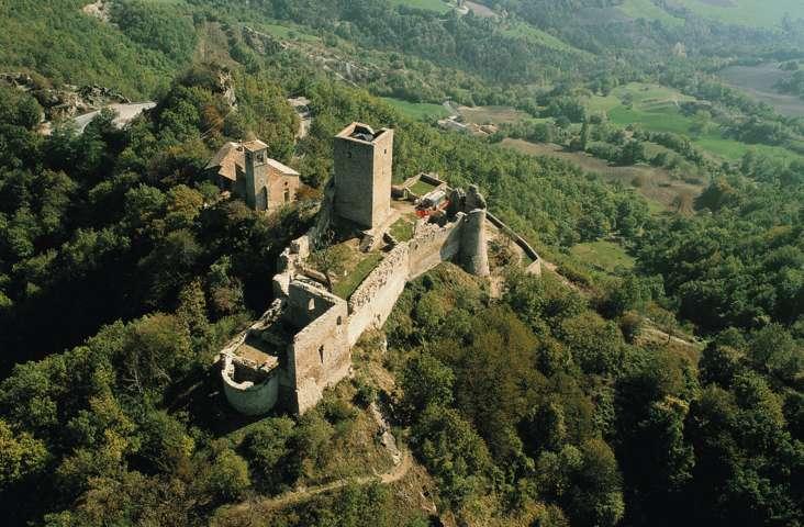 Un'immagine aerea del castello di Carpineti