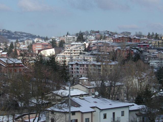 Il borgo innevato di Casina