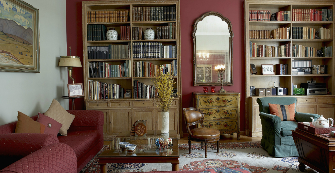 Una casa con mobili antichi