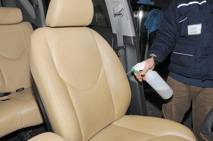 La disinfezione dell'auto con prodotti chimici