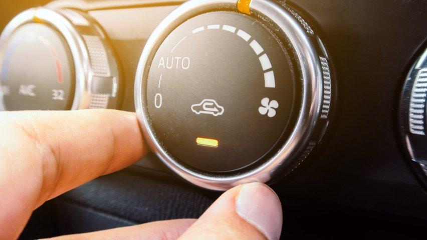 La sanificazione dell'auto con il clima acceso